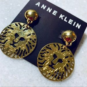 🦁 ANNE KLEIN Vintage Lion Logo Earrings 🦁